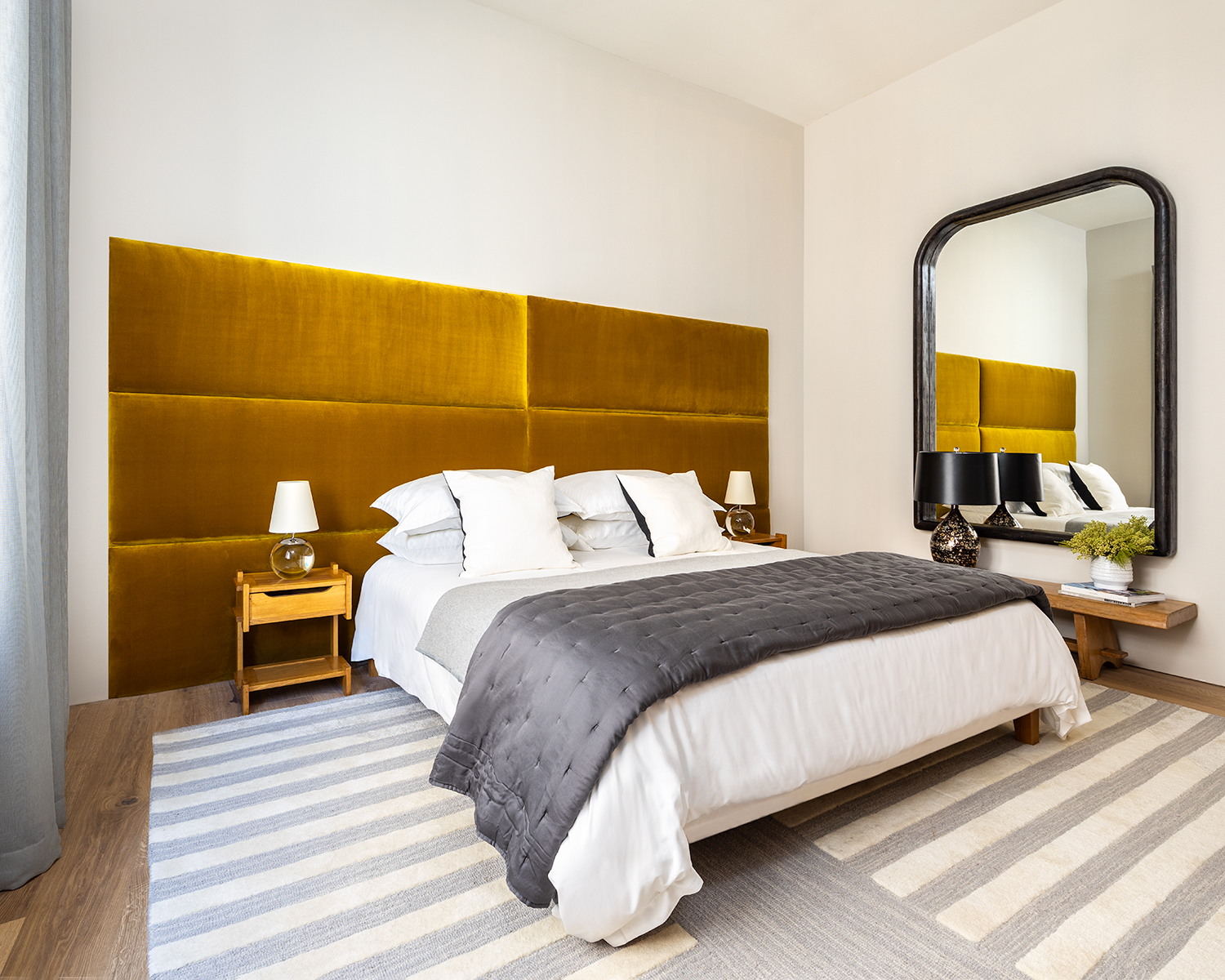 primary bedroom flooded with abundant natural light at 532 W 20 condos